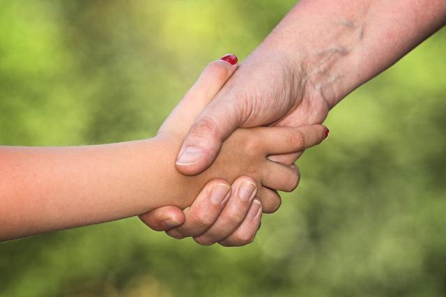 Mother daughter hands